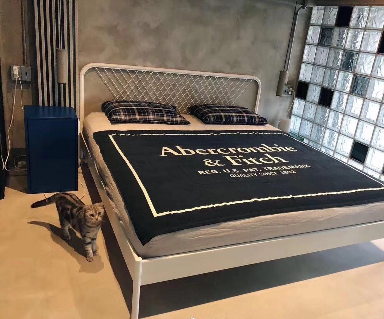 卧室清水混凝土工业风效果