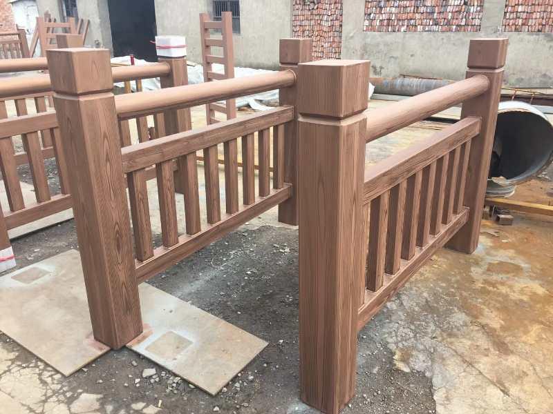 护栏钢构木纹漆效果